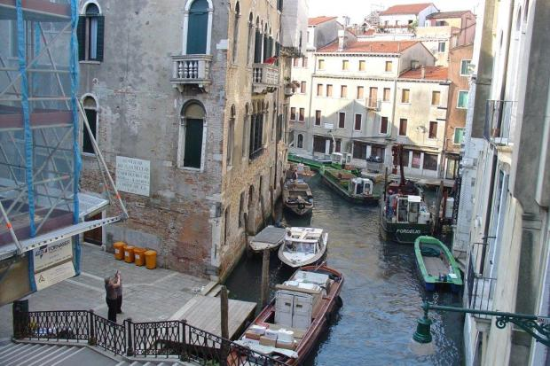 Venetia - ambuteiaj pe canal